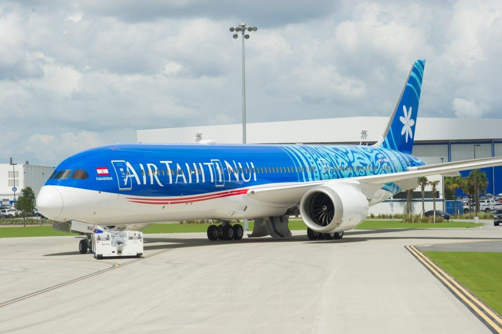 Tahiti BOeing 787 striking