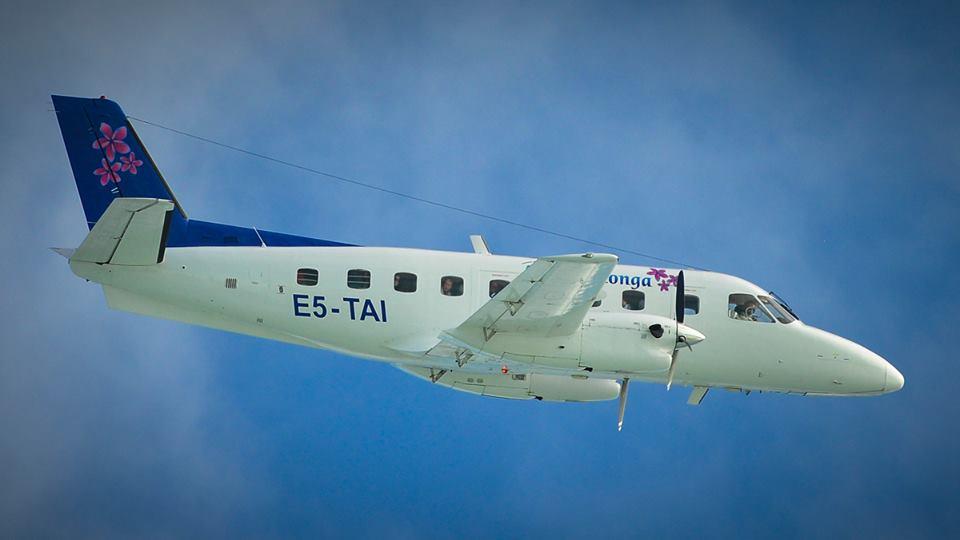 Air_Rarotonga_landing_in_Aitutaki__June_2013