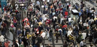 IATA surfvey passengers queing