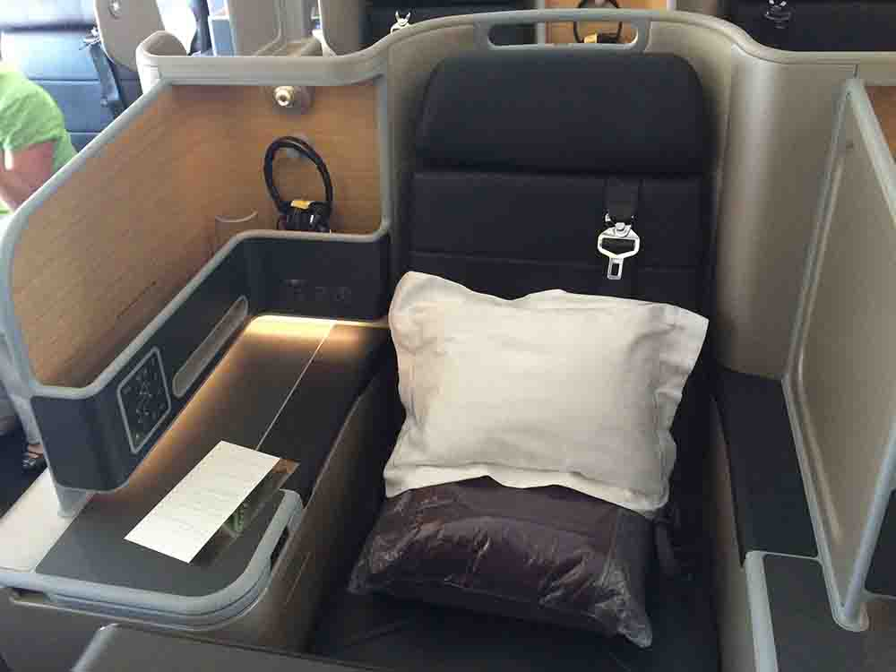 the business class bed war we test qantas 39 s new business class on the a330 airline ratings. Black Bedroom Furniture Sets. Home Design Ideas