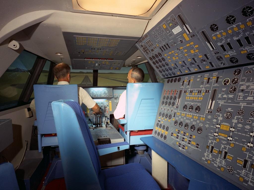 Flight deck of Boeing's 2707