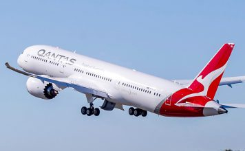Qantas Boeiing Dreamliner video