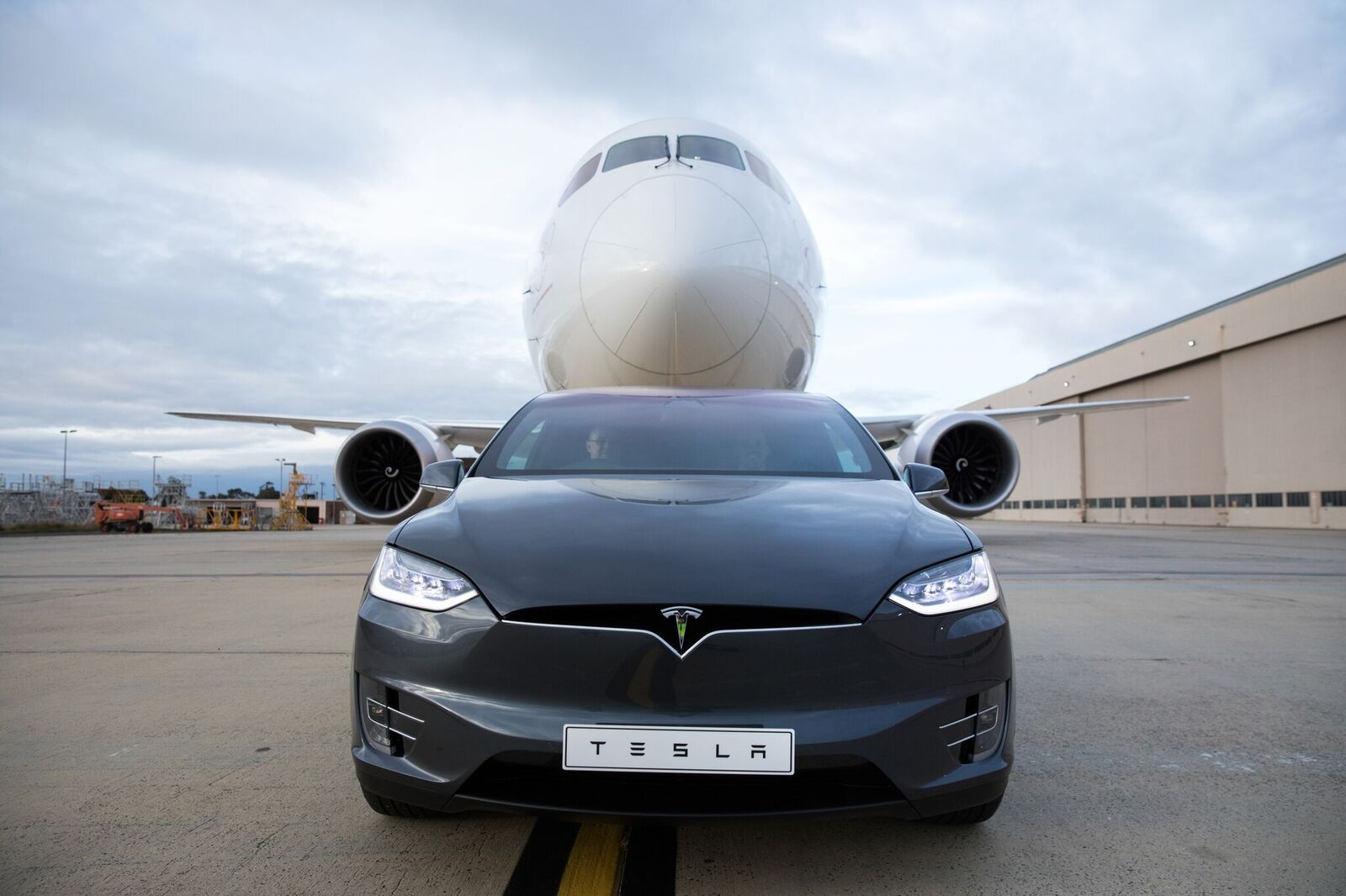 Watch a Tesla Model X tow a passenger airplane down a runway