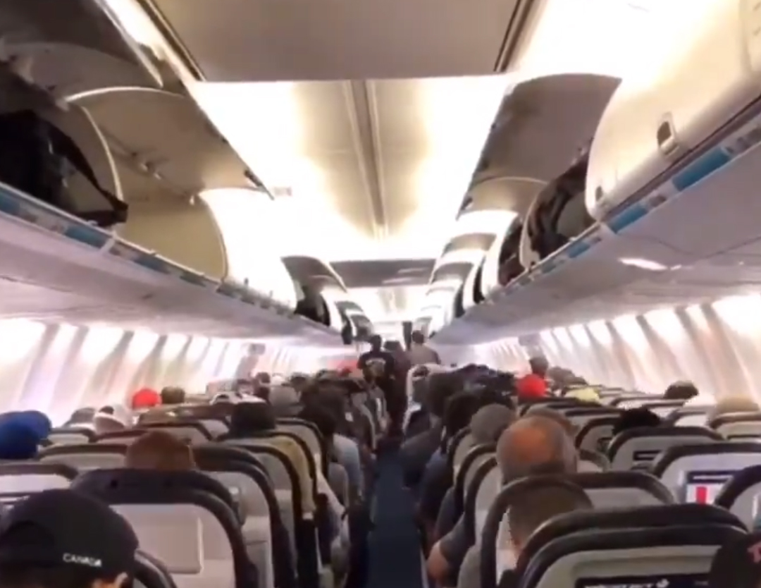 Great video on how to correctly disembark a plane - Airline