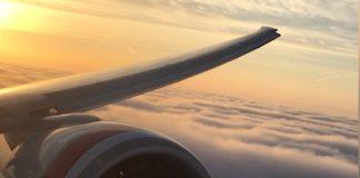 Boeing 777 landng in LAX