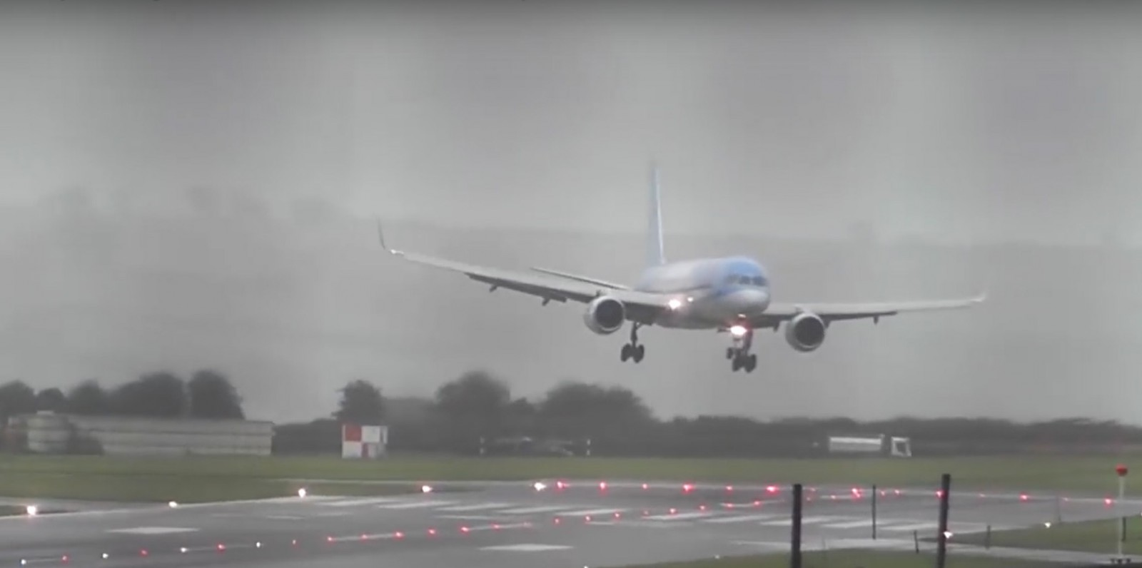 Dramatic Video Of Perfect Crosswind Landing By Tui Pilots