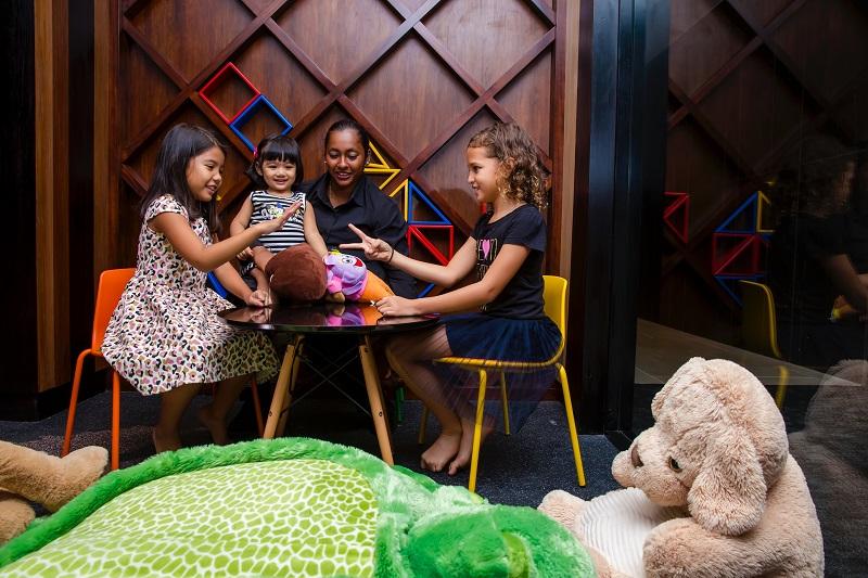 Fijian lounge new kids nanny