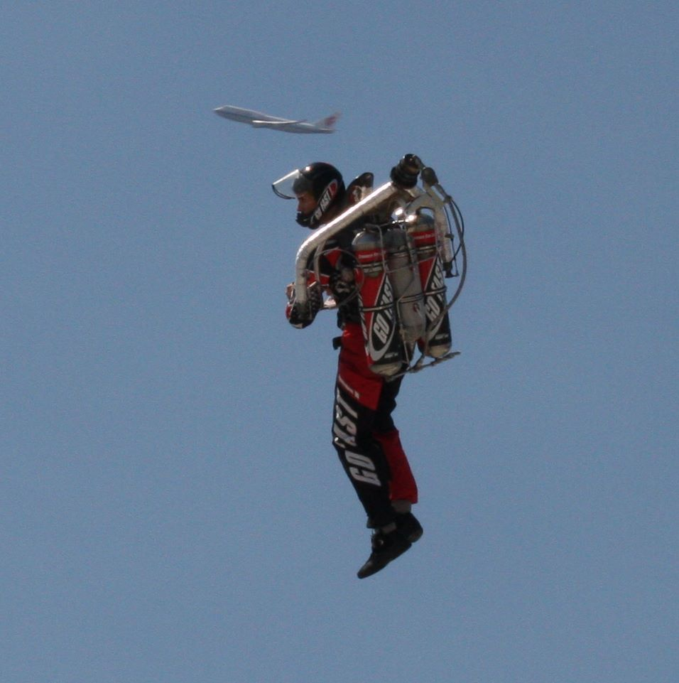 Airline pilots see man in jetpack while landing at Los Angeles airport