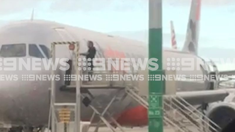 Furious passenger caught on camera attempting to gain access to Jetstar plane