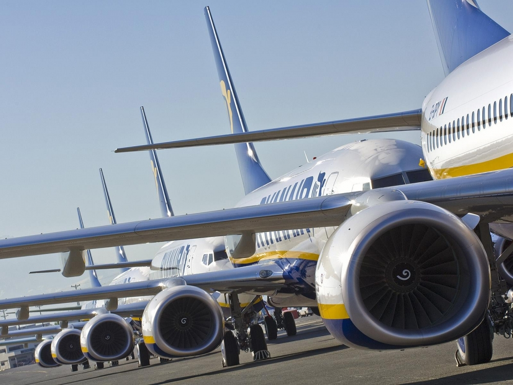Ryanair record summer London schedule